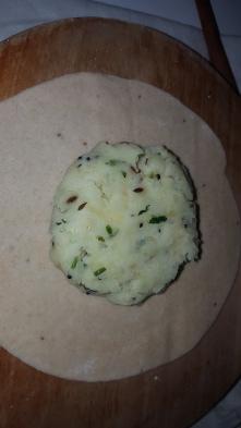 Add the potato misture in it in a round shape